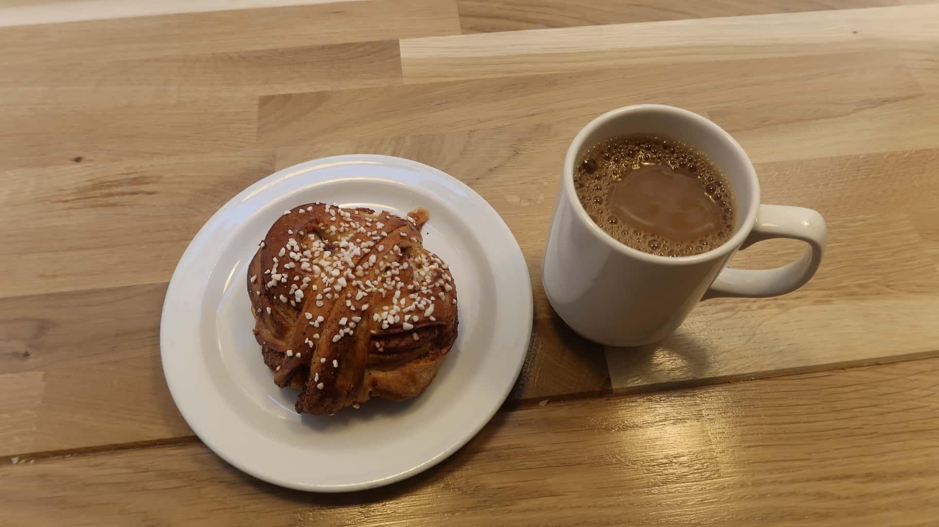 Kaffe med kanelbulle